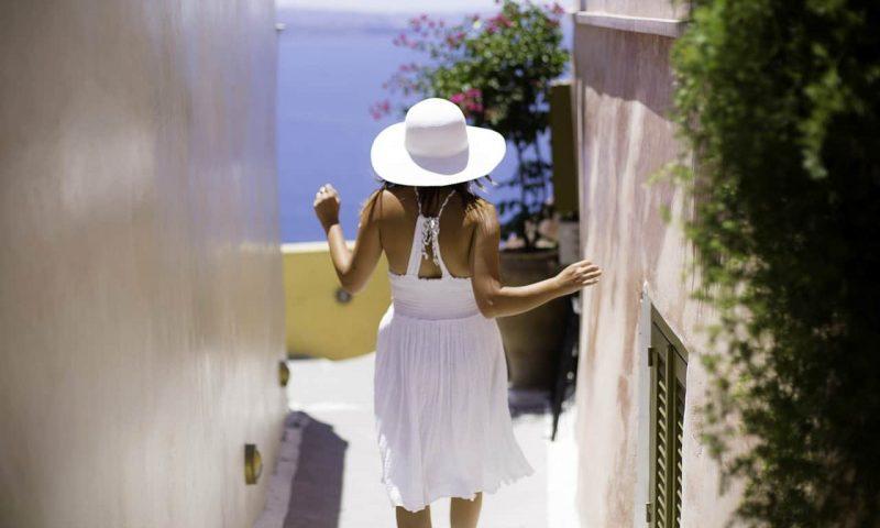 Santorin: porter une robe est une évidence