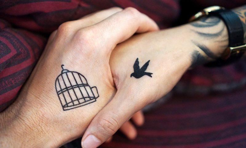 Tatouage commun en couple :trop glamour