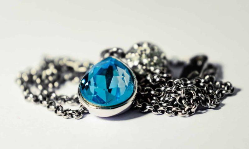 Collier cœur de l'océan : un bijou mythique pour vous sublimer