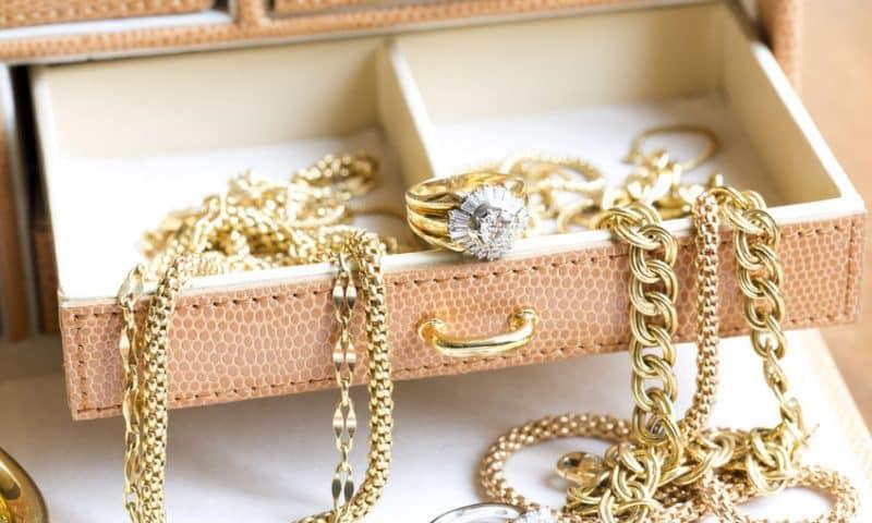 L'avantage de ranger ses bijoux sur un porte-bijoux