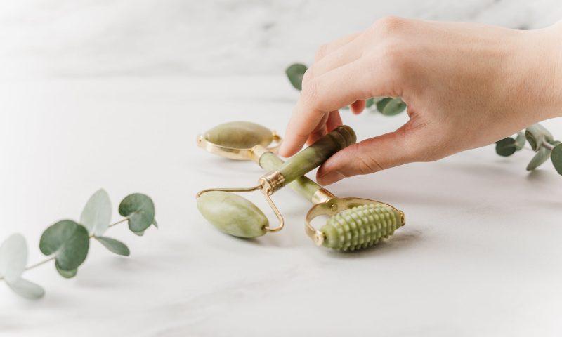 Découvrez le rouleau de jade: Accessoire beauté incontournable