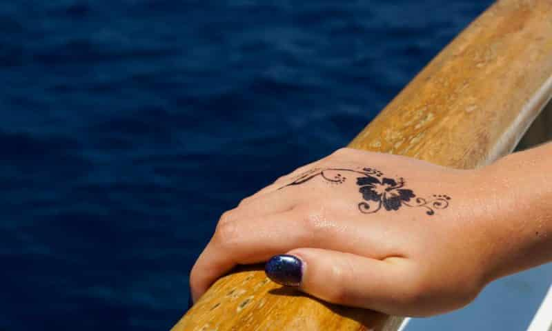 Comment sont fabriqués les tatouages temporaires ?