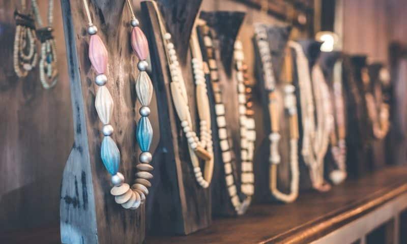 Quels sont les bijoux tendance à intégrer à son style vestimentaire ?